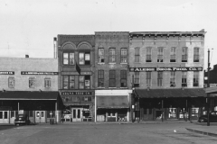 1940: Market Storefronts - 400 blk of Walnut